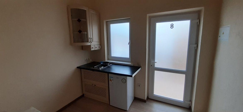 Кухня в номере в хостеле Малибу